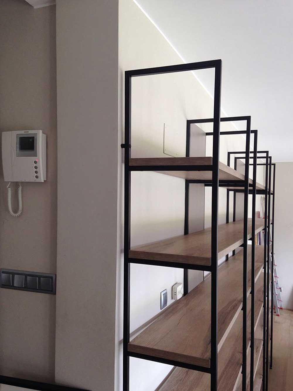 Cristina font proyecta apartamento con estanteria olut olut - Estanterias metalicas para casa ...